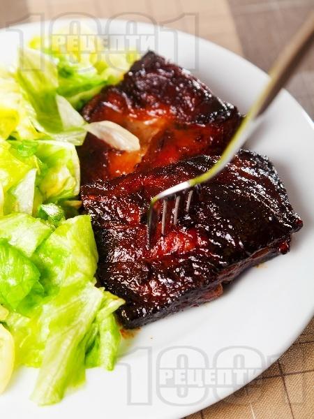 Вкусни и лесни свински ребърца в мед, бяло вино, чесън и соев сос печени на фурна - снимка на рецептата